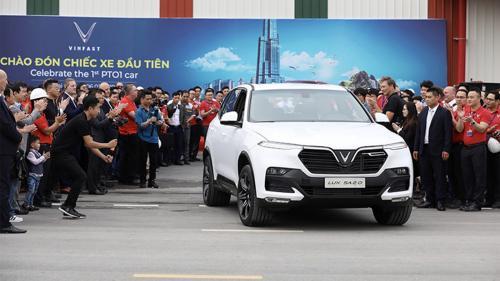 Chiếc ôtô đầu tiên của VinFast lăn bánh tại Việt Nam